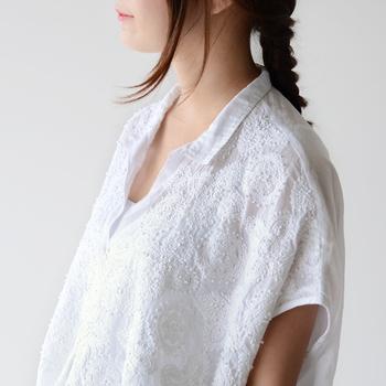 暑苦しい季節を爽やかに過ごそう♪「オープンカラーシャツ」で涼やか夏コーデ