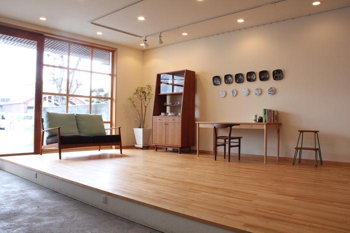 オリジナル家具の他、雑貨やアンティーク・作家さんの作品など「日用品」が並ぶ店内。京都を訪れた際は、是非「平山日用品店」に足を運んでみてくださいね。