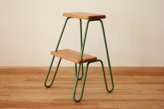出しっぱなしで可愛い「はんまる踏み台」。スツールとして使っても◎。木材と鉄パイプの組み合わせが可愛らしいアイテムです。踏み板と脚の色それぞれの組み合わせで、全9バリエーション!お好みのデザインから選べます。