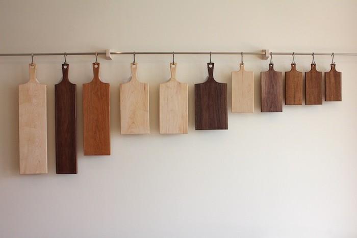 家具屋さんならでは!様々な木材で作られたカッティングボードです。カタチも素材もいろいろ。どれも可愛くて迷ってしまいますね・・・。