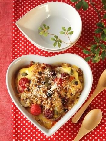 ラズベリー&ブラックベリーをふんだんに使ったプリンのデザート。手に入りにくい場合は、小粒イチゴやブルーベリーでも代用可能です。