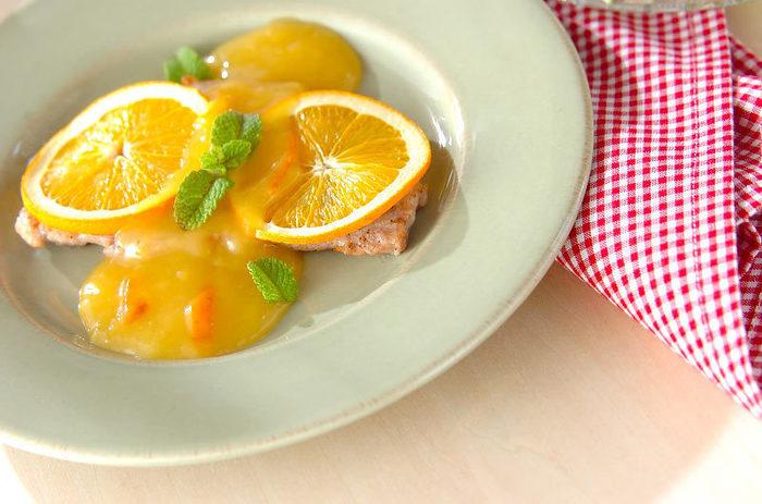 こちらはポークソテーに柑橘系のソースをかけていただきます。オレンジ以外にもレモンやグレープフルーツを使っても、爽やかでフルーティーな味わいが引き立ちそうですね。