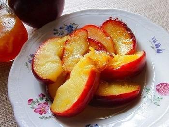 焼いたフルーツに、ハチミツや他のフルーツのジャムなどをかけていただいても◎です。お気に入りのアレンジを見つけてぜひ挑戦してみて下さいね。