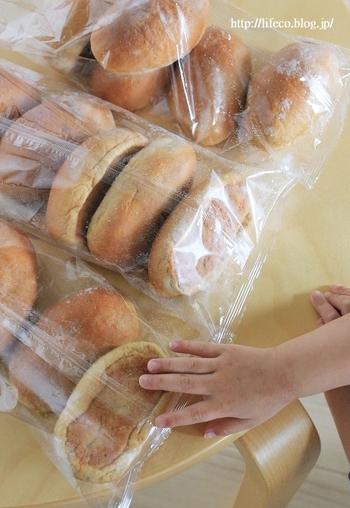 毎日食べるパンは、切らさないように多めにストック♪冷凍保存しておいたパンをオーブンでチンすれば、ふわふわの焼きたての美味しさが維持できます。