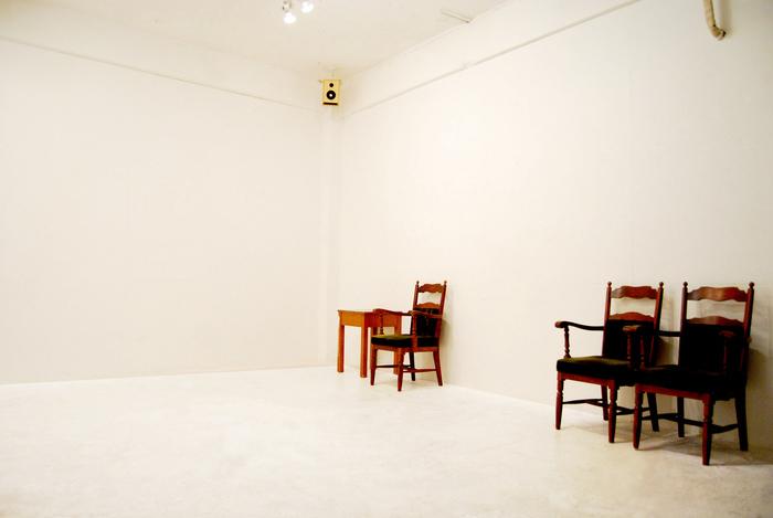 白を基調とした展示スペースでは、様々なジャンルの作品展が開催されており、行くたびに新たな出会いがあるはずです。