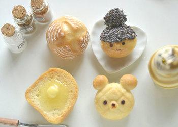 おいしそうでうっかり食べたくなりそうな食べ物ブローチ☆パンの質感が上手に表現されていますね。ミニチュアのディスプレイとしても楽しめそうです。