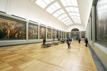 外に出るのがそこまで億劫でなければ、美術館などで芸術作品を楽しむというのもありです。