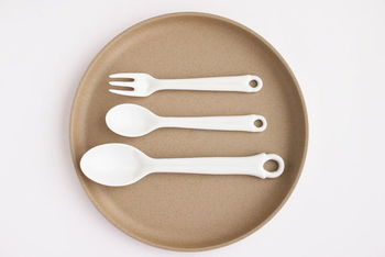 デザートフォークはケーキやフルーツに、スプーンSはプリンやゼリーに、スプーンMはカレーやオムライスにピッタリの大きさ。