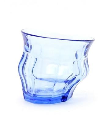 PICARDIEグラスを高温の窯に改めて入れることで、ぐにゃりと変形させた、なんともユニークなグラス。ロンドン在住のアーティスト・LORIS&LIVIA(ロリス&エリヴィア)の作品です。