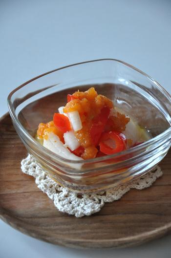 DURALEXのカレボウルにマリネをトッピング。シンプルな器なので、料理が美味しく引き立ちますね。
