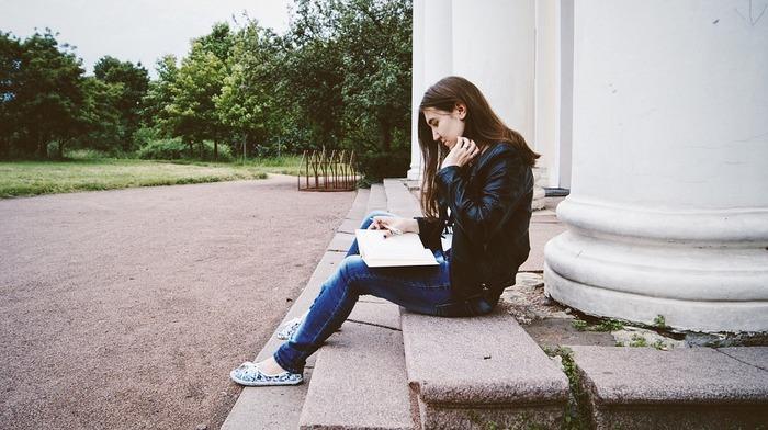 日々忙しさに追われていると、「私って何がしたかったんだっけ?」と自分の夢や目標を忘れてしまいがちです。そんな時こそ公園に行って、のんびり自分を見つめ直してみては?ゆっくり散歩しながら、やりたいことやアイデアが思いついたら自由に手帳やノートに書き出してみましょう。