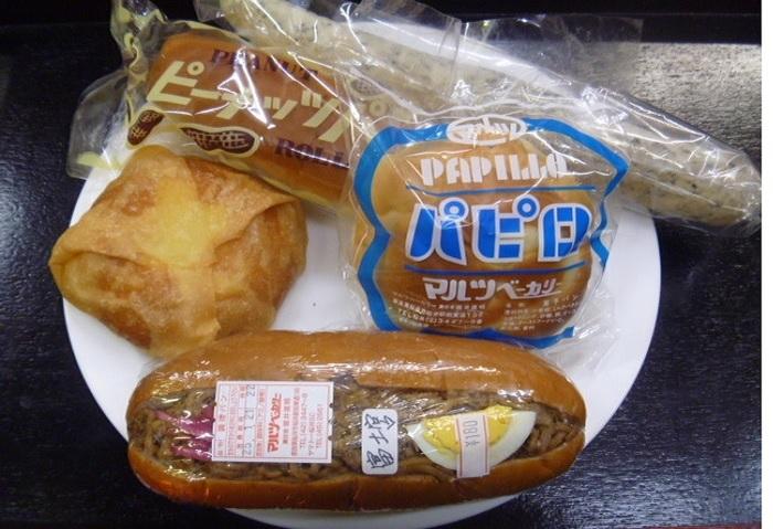 奈良県桜井市・マルツベーカリー(1948年創業)製。お店は、山の辺の道の起点となる桜井駅からすぐ。旅の途上で発見し、クリームの甘さに疲れを癒されたという方も少なくありません。