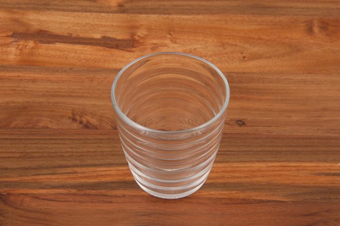 その名の通り、グラスに光をあてると美しく反射する「PRISME」。こちらも強化ガラス製なので、100度まで耐えることができます。大人っぽくスタイリッシュなデザインは、きっとお客様にも喜ばれるはず!