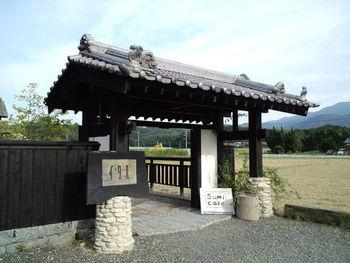 「まいたちの塩」と言う海辺の製塩を中心とした施設にあるカフェです。重厚な日本家屋の趣が素敵な店構えですね。