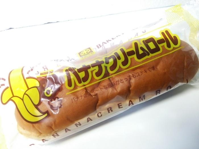 柔らかなロールパンに自家製のバナナクリームをサンドしたキムラヤベーカリーの商品。同社では、カップ入りのバナナクリームを別売りしています。