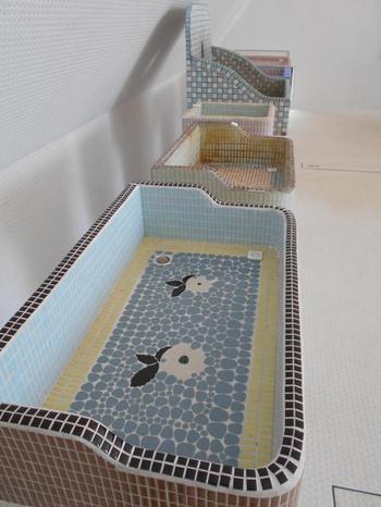 昔懐かしい洗面台にタイルを張った例。タイルは水や熱に強く人々の日常の中に取り入れられてきたんですね。