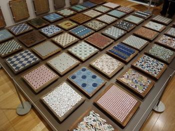 モザイクタイルミュージアムでは大正時代から現在に至るまでのタイルの歴史を学ぶことができます。今では作られていないアンティークなタイルや変わったタイルなど、タイル生産日本一を誇る多治見市だからこそコレクション出来た収蔵品を見ることができます。