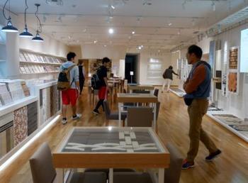 ミュージアムでは現代のタイルも展示されています。インテリアに取り入れるための相談や施工の案内なども行っているので、タイルに魅せられた方は実際に自宅に取り入れることも可能です。