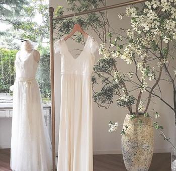 スタッフとおしゃべりも楽しみながら、理想の花嫁になっていきます。 希望を伝えながら、あなたにとって最高のドレスを決めていくのです。
