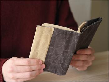 表紙を守ってくれるブックカバー。自分が好きなデザインなら、持っているだけでワクワクした気持ちになりますよね。お気に入りのブックカバーを見つけてください。
