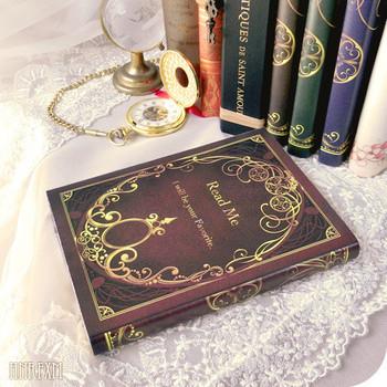 アンティークの洋書風のデザインのブックカバーです。4枚セットなので、本棚に並べておくと普通の本でもグッとおしゃれになります。