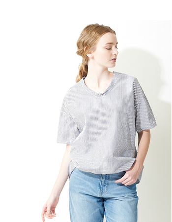 ネックライン(襟ぐり)の形には様々な種類があります。顔にいちばん近いところにあるので、自分に似合う服や、なりたい印象の服を選ぶときにとても重要なポイントになります。 今回は、代表的なネックラインとその効果、おすすめのコーディネートをご紹介します。