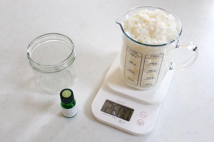 精油はワックスに対して3~6%くらいが良いのだそう。もちろん、精油の量が多いほど香りが強くなります。