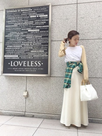 ロンT×ロングスカートなど、間延びしがちなコーデには、シャツでウエストマークしてメリハリを◎ こなれ感を演出してくれるのも魅力です。