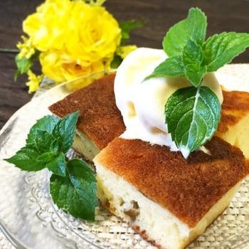 梅シロップに漬けた梅の実を刻んで、ホットケーキに。さらにそこに梅シロップをしみ込ませると、サバラン風になるという素敵なアイデア♪美味しそうですね。