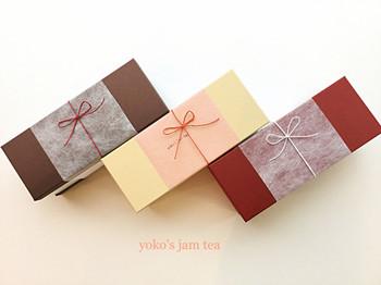色を落ち着いたカラーにすれば、少し和風なイメージにもなります。箱の大きさも、プレゼントに合わせて選んであげたいですね。