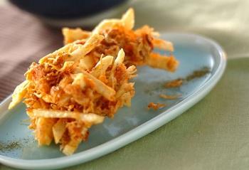 じゃがいもにチリメンジャコ、ツナ(缶)で。小麦粉に片栗粉を混ぜると、さくっと軽い揚がり具合に。