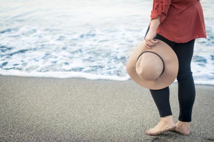 見た目がおしゃれなだけでなく、快適なかぶり心地できちんと日差しをさえぎってくれる帽子。紫外線が強くなっていくこれからの季節にワードローブに加えておくのはいかがでしょうか?