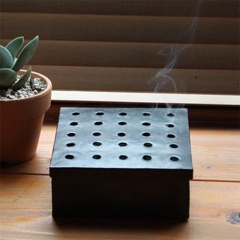 お部屋に佇むその姿は、まるで重箱のよう。品よく蚊を防いでくれます。