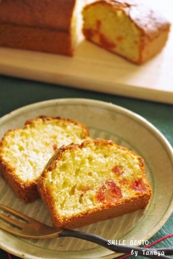 トマトには、リコピンやビタミンCなどの栄養が豊富。ホットケーキミックスと塩トマトで作る、簡単パウンドケーキ。乾燥パセリを加えて、彩りも豊かに。