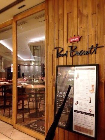2003年に、史上最年少でバリスタ世界チャンピオンとなったポール・バセットがプロデュースするカフェがこちら。西新宿駅から徒歩4分ほど。新宿野村ビルの地下一階にあります。