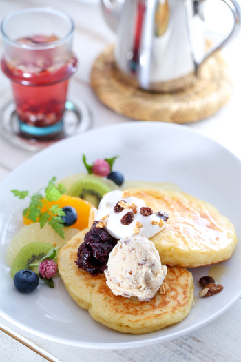 牛乳、卵不使用のヴィーガンパンケーキは要チェック♪植物性チーズの風味豊かな味わいを楽しめます。自分へのご褒美にいかがでしょうか?