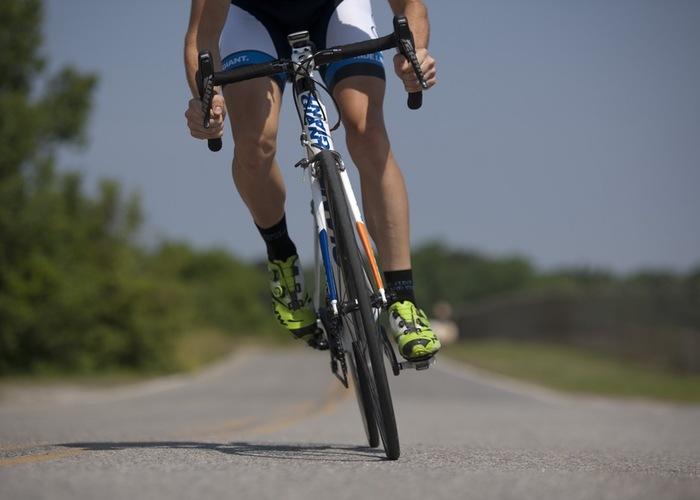 自然を満喫しながら、のんびりと自分のペースで進むことができる、サイクリング。適度に汗をかけるので、運動不足の人におすすめ。最初はあまり長距離は走らず、水分、そして軽食を持参して行うようにしましょう。