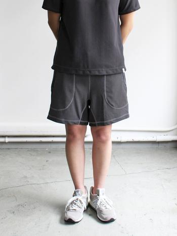 汗を多くかくランニング。ウェアにあると嬉しいのが「吸水性」と「速乾性」。その両方を備えたショートパンツは、走っていても汗で張り付いたりせずに快適です。