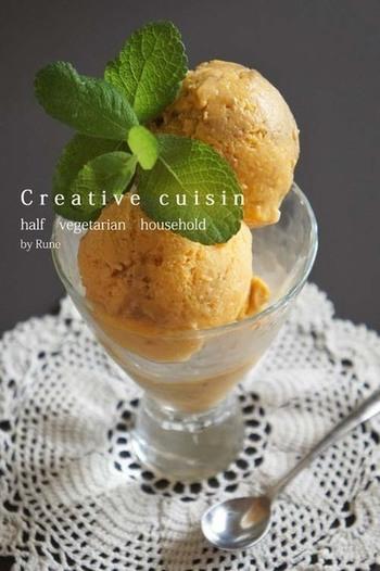 こちらは冷凍したマンゴーと豆腐、エバミルク、そしてココナッツオイルをミキサーで混ぜて作る、とってもヘルシーなマンゴーのジェラート。