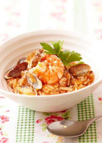 リゾットは、イタリアの代表的な米料理のひとつ。トルコ発祥のピラフがイタリアに伝わって変化したものだとか。イタリアは、スペインとともにヨーロッパでは数少ない米の生産国だったことから、米料理もよく食べられてきたようです。リゾットは、生米を洗わずに使います。