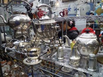 イギリスのポートベローマーケットにあるような雰囲気の銀製品。