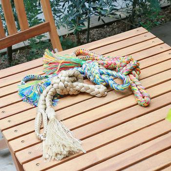 ハンモックのロープもカラフルなものがたくさんあります。好みのカラーをチョイスして作るのも楽しそう。