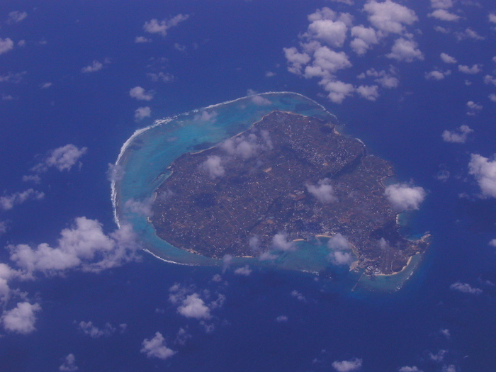 与論島は鹿児島県と沖縄県の間にある離島。海、森と自然が豊かで、リゾート開発もされています。