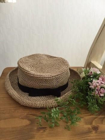 ナチュラルな風合いのカンカン帽は、どんなコーディネートにも合わせやすいので、ひとつ持っていると重宝しますよ。