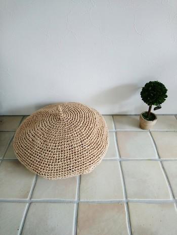 シンプルでナチュラルなベレー帽です。なかなか夏素材のベレー帽は珍しいので、おしゃれのアクセントに取り入れてみて下さいね。