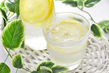 皮も使う場合は、防かび剤の使用されていない国産の「無農薬レモン」などを選ぶと安心です。