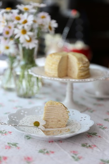 ムーミンの世界から抜け出たような、クレープケーキ。写真のようにシンプルもかわいいし、苺などのフレッシュフルーツを飾っても◎ 飾りつけはあなたのセンスで!