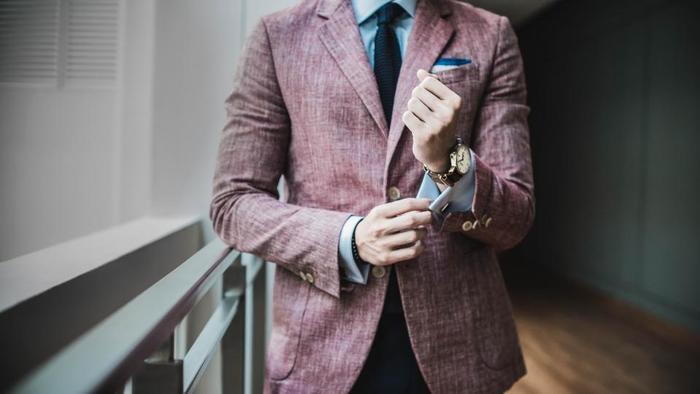 本当におしゃれな人は、どこかさりげなさがあるように思いませんか。  ある貴族の男性は、気に入った同じスーツを何着も仕立て、敢えておしゃれにこだわっていないように見せるのだそうです。