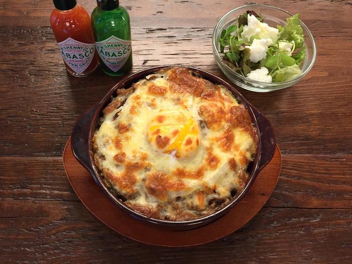 さらなるアツアツが食べたい時には、焼きエッグキーマカレーがおすすめ。高温で焼き上げられた焼きカレーは、一見ドリアのよう。スプーンを入れると、表面がカリっと焼きあがったまろやかな味のチーズと、スパイシーなキーマカレー、カレーを少しマイルドにしてくれる卵、そして程よい量のライスが、見事なハーモニーを生み出してくれます。  キーマカレーだけでも豊富な種類がありますが、ランチタイムはメニュー数を限定して提供しているそうですよ。