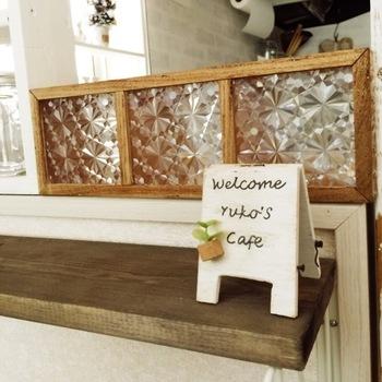 ガラスキューブはお部屋のアクセントや、ちょっとした目隠しにもなる人気のインテリアです。これも簡単DIYで作ってしまいましょう。